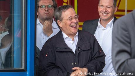 德總理候選人災情現場嬉笑引眾怒