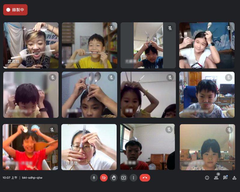 台南市教育局在暑假期間舉辦兒童藝術教育節親子線上互動課程,開發學生的想像力。圖/南市教育局提供