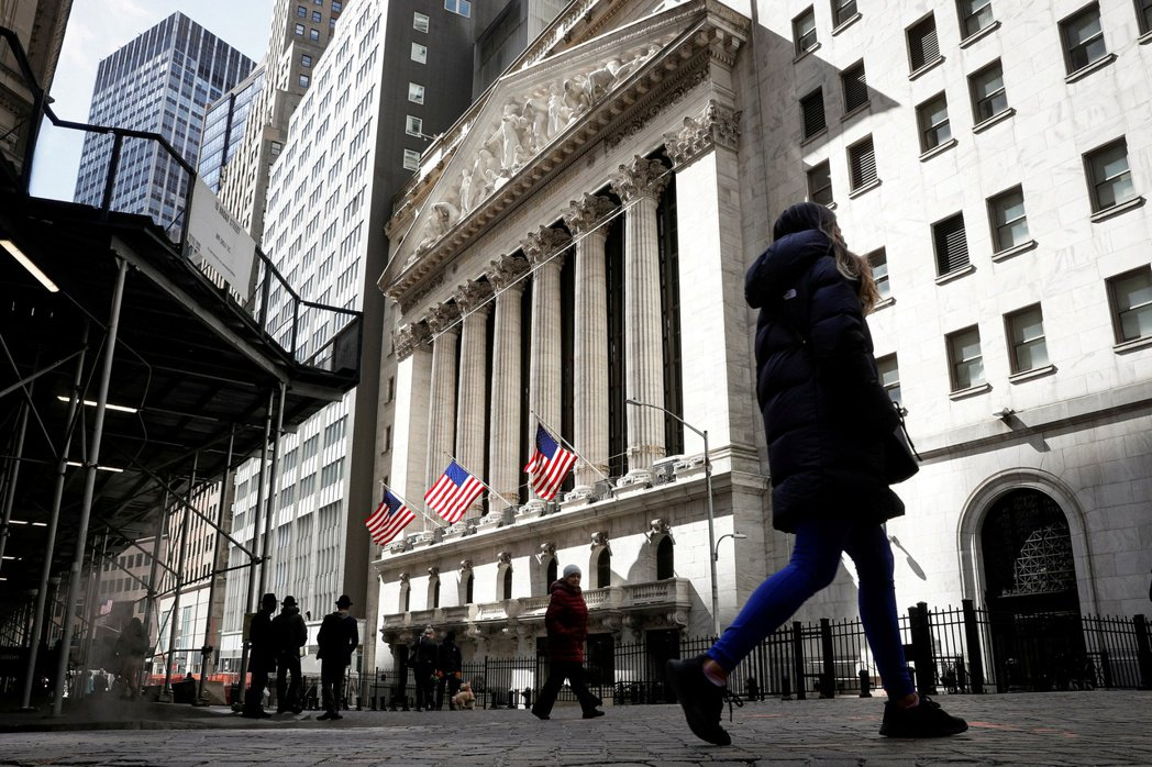 Delta變種新冠病毒威脅到經濟復甦,引發全球股市暴跌,美國長期公債殖利率也跌到...