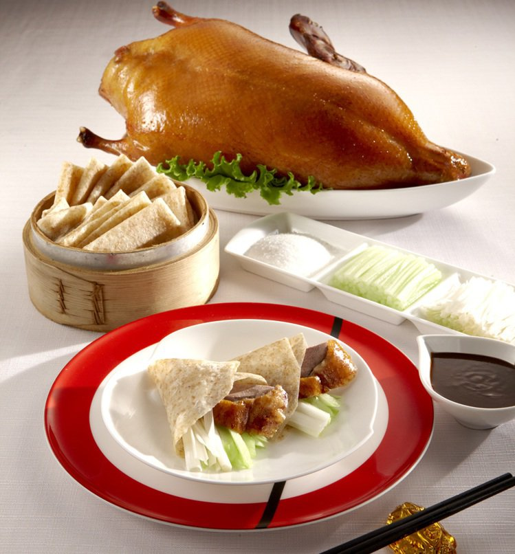台南遠東香格里拉飯店以國人最愛櫻桃烤鴨結合住房,於7月19日至26日推出「微度假...