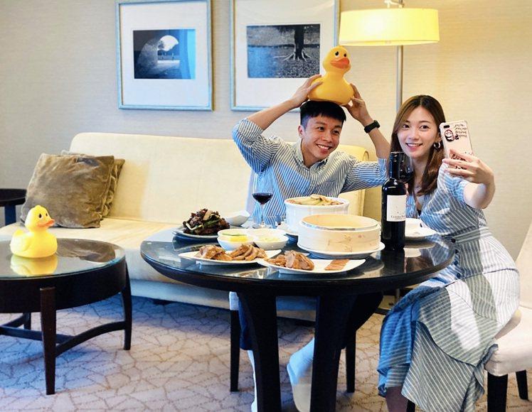 「微度假解鴨」住房專案快閃優惠,可安心宅飯店品嘗烤鴨。圖/台南遠東香格里拉提供