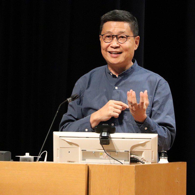 香港「佔中」運動發起人陳健民20日透露接受政治大學的邀請擔任客座教授一年。(圖/取自陳健民臉書)