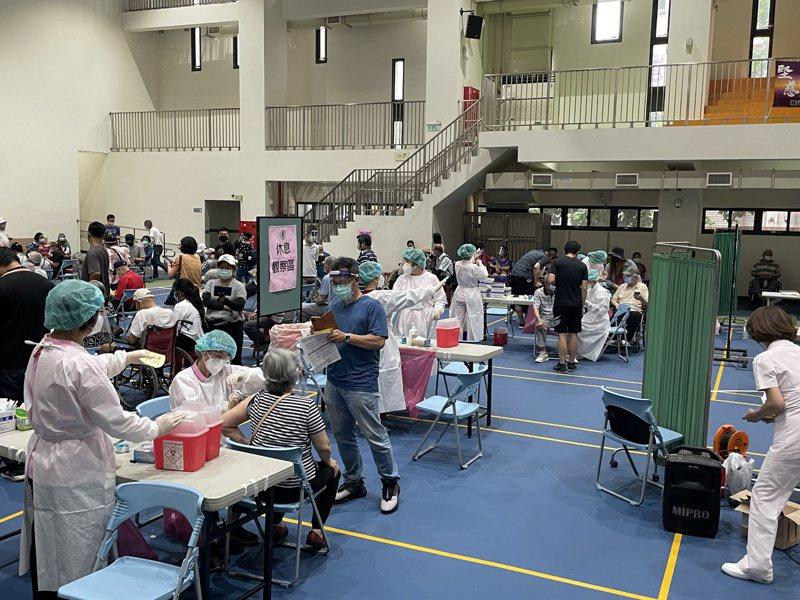圖為社區接種站。記者楊湛華/攝影