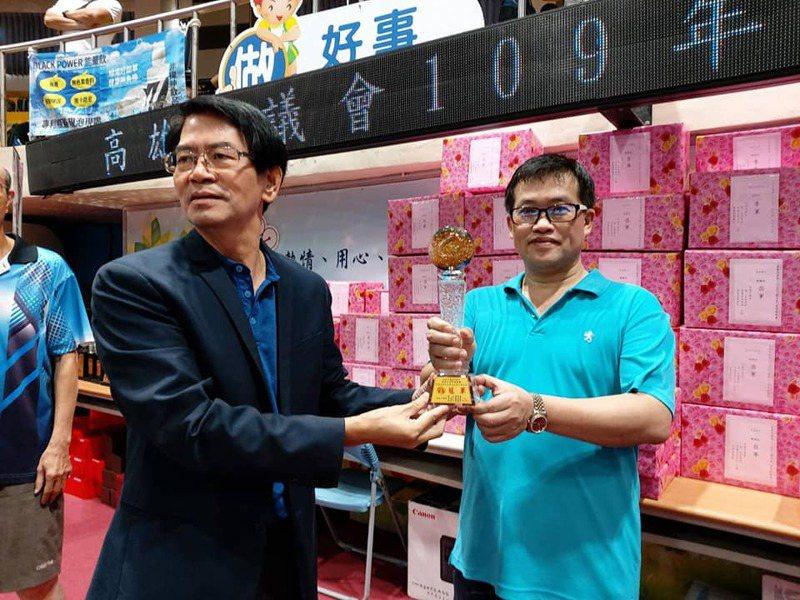 高市前議員蕭永達(右)近年轉入校園教書。圖/取自蕭永達臉書