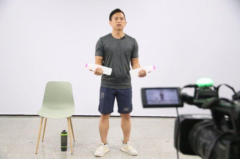 高雄市政府運動發展局與義守大學大眾傳播學系合作,著手籌拍運動教學,自6月1日起,已製作80集運動節目,最高紀錄一周推出14支影片。圖/運發局提供