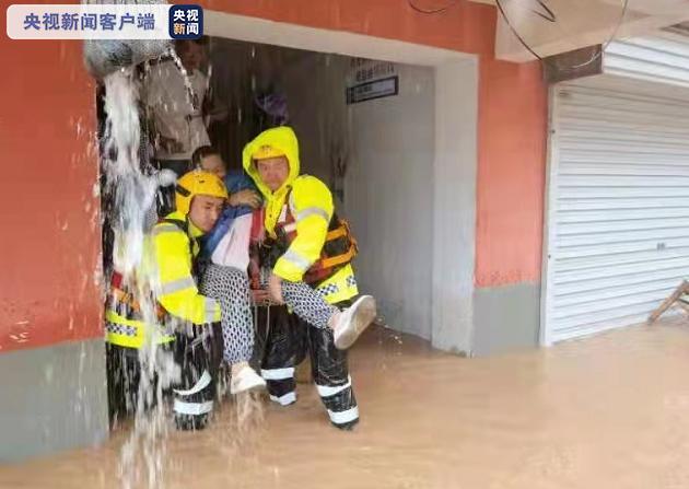 中國河南省近日遭遇極端暴雨,多地降雨量打破歷史紀錄,省會鄭州市已陷入一片汪洋,災情慘重。(圖/取自央視)