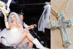 姐不要婚戒!關史蒂芬妮夢幻婚禮戴訂製超美鑽石十字架