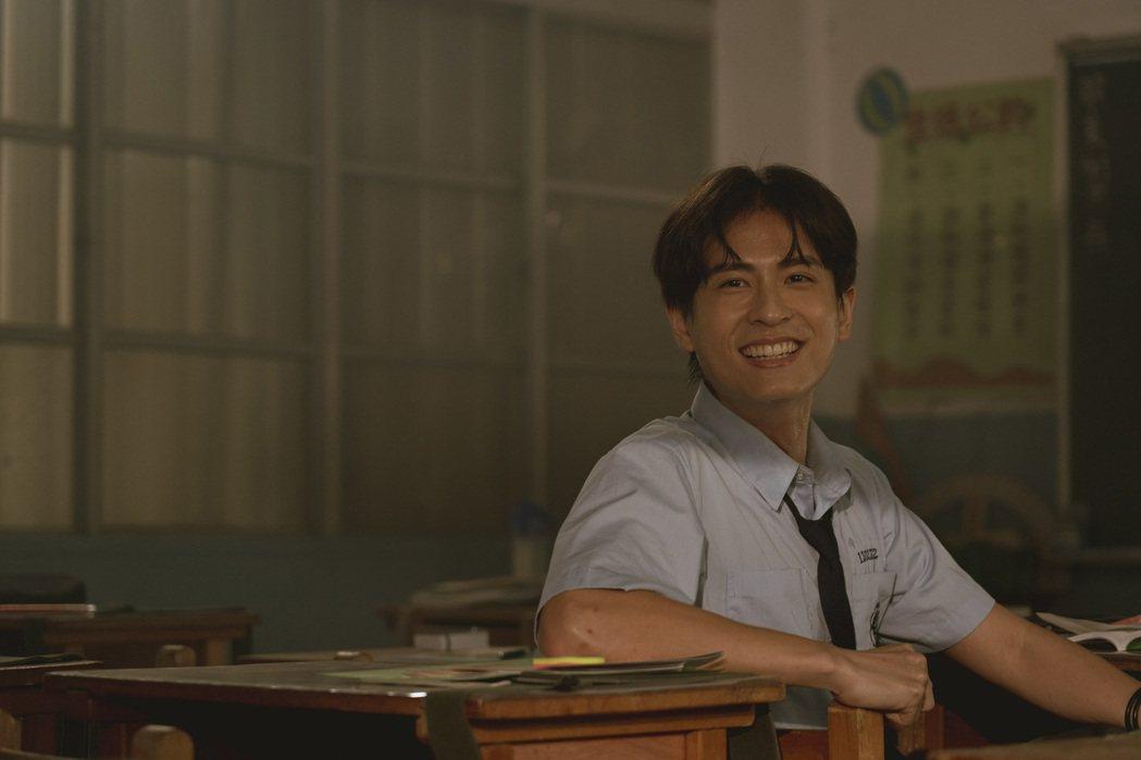 石知田在「池塘怪談」中飾演帥氣高中生阿丁。圖/金盞花大影業提供