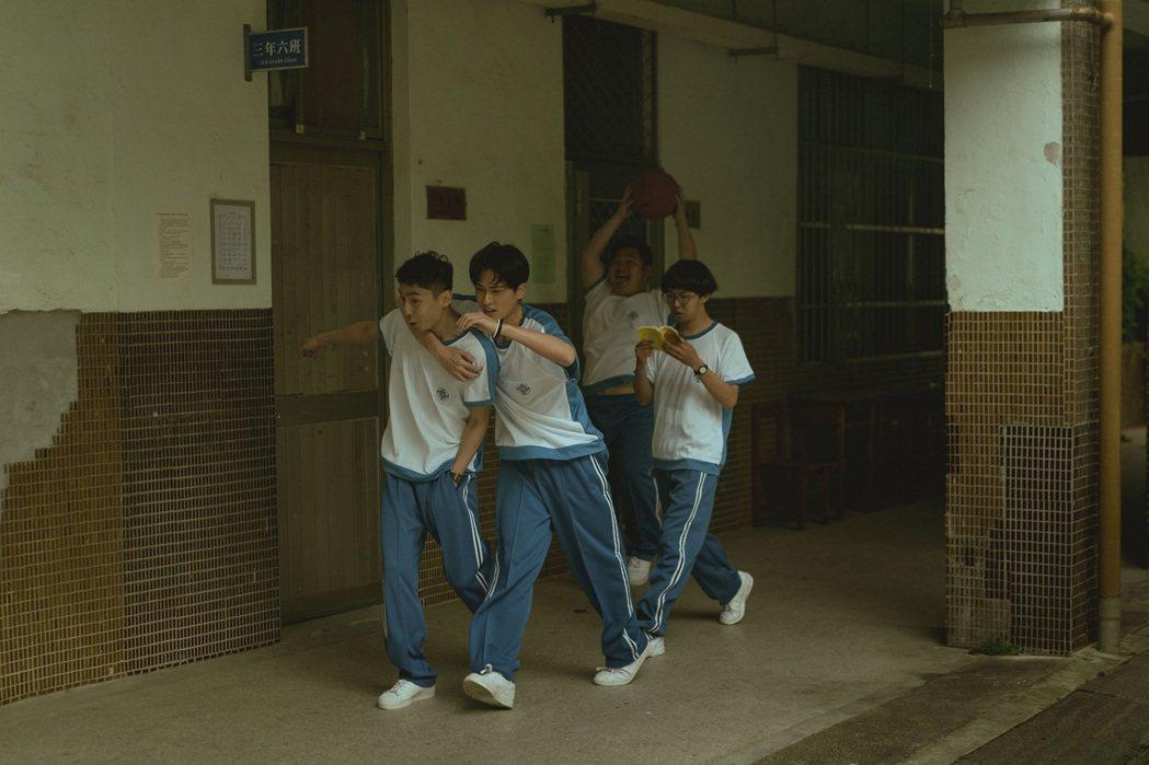 林鶴軒(左起)、石知田、張紹琛、蔡承儒在「池塘怪談」是一群高中死黨。圖/金盞花大...