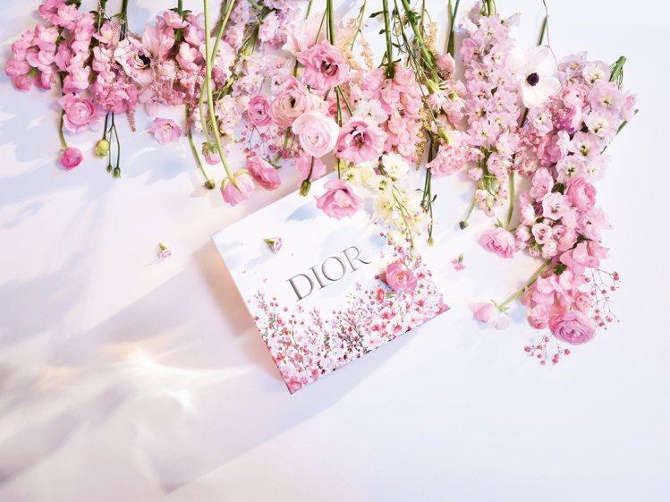 迪奧推出花漾愛戀禮盒包裝。圖/迪奧提供