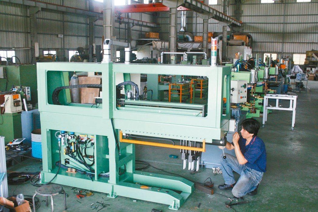 威搌「Welder-Top」焊接機+機械手提供自動化整合需求, 助攻工業4.0。...