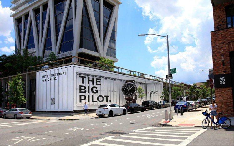 IWC日前宣布,將透過3D手繪壁畫或巨型電子看板,讓Big Pilot 43大飛...