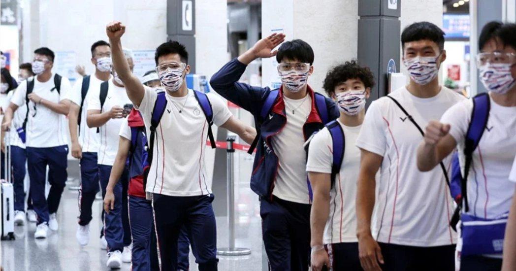 時代力量立委邱顯智表示,「長官商務艙、選手經濟艙」是7月6日由中華奧會防疫協調官