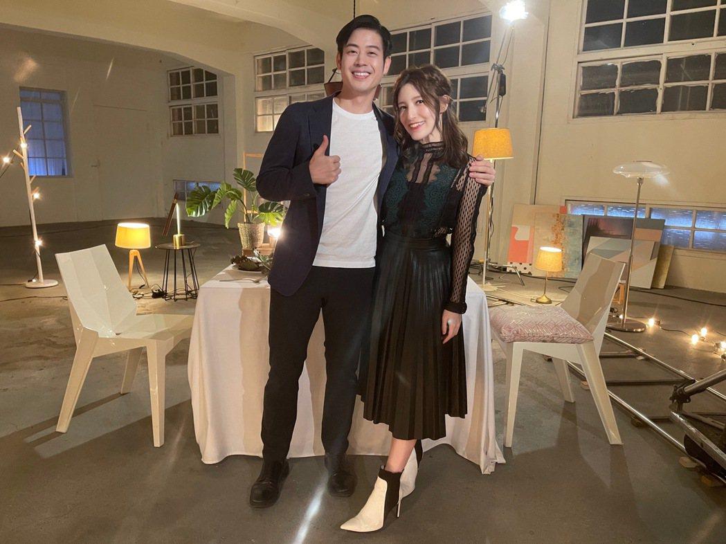 Lara(右)邀來好友榮忠豪助陣新歌「可惜不愛了」MV。圖/新湃傳媒提供
