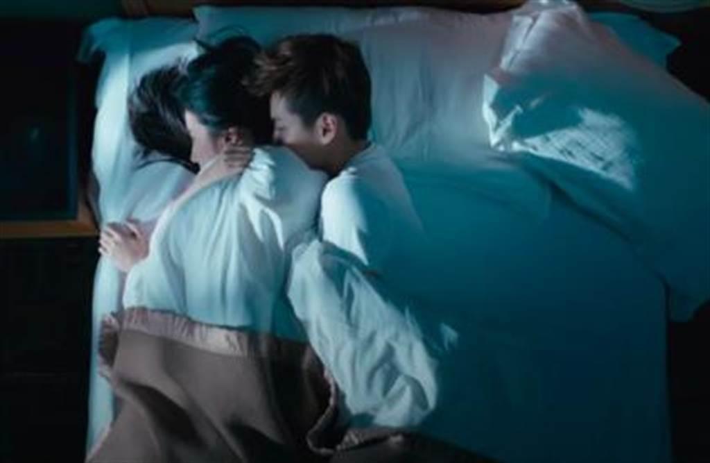 吳亦凡與劉亦菲過往曾拍過床戲。圖/摘自ODC官方頻道 YouTube