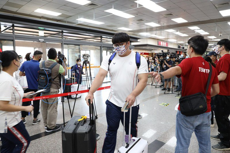 行政院長蘇貞昌表示,國手搭經濟艙事件,等賽事過後,一定會查明究責。 截圖自中華奧會粉絲團