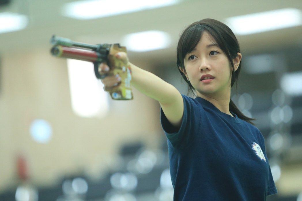 台灣射擊女將「證件妹」吳佳穎展現訓練成果,在模擬東京奧運對抗賽射擊項目的10公尺