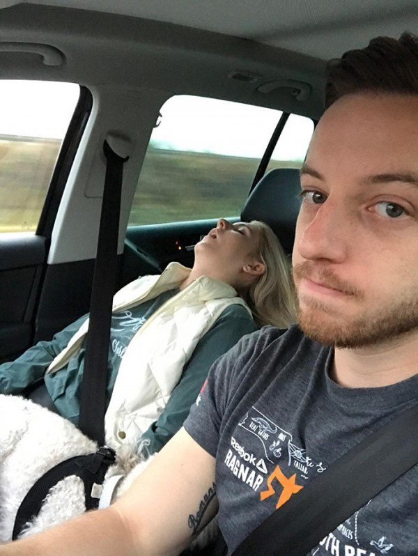 一上車就睡死。 摘自網路