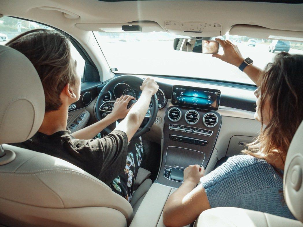 副駕駛座對於協助駕駛扮演重要角色。 圖/摘自pexels