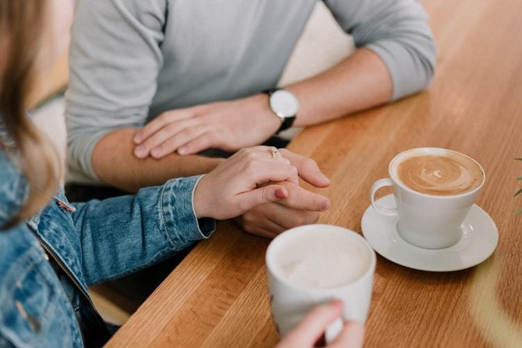 在越親密的人面前越容易不自覺隨意亂說話,常常以愛為名,將嘮叨掛在嘴邊。 圖/un...