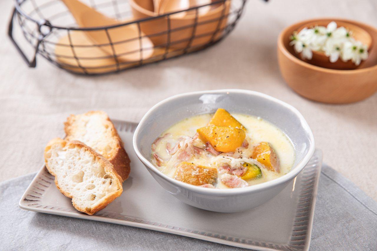 南瓜濃湯營養可口,沾著麵包吃,大人小孩都喜歡。 圖/日日幸福出版社提供