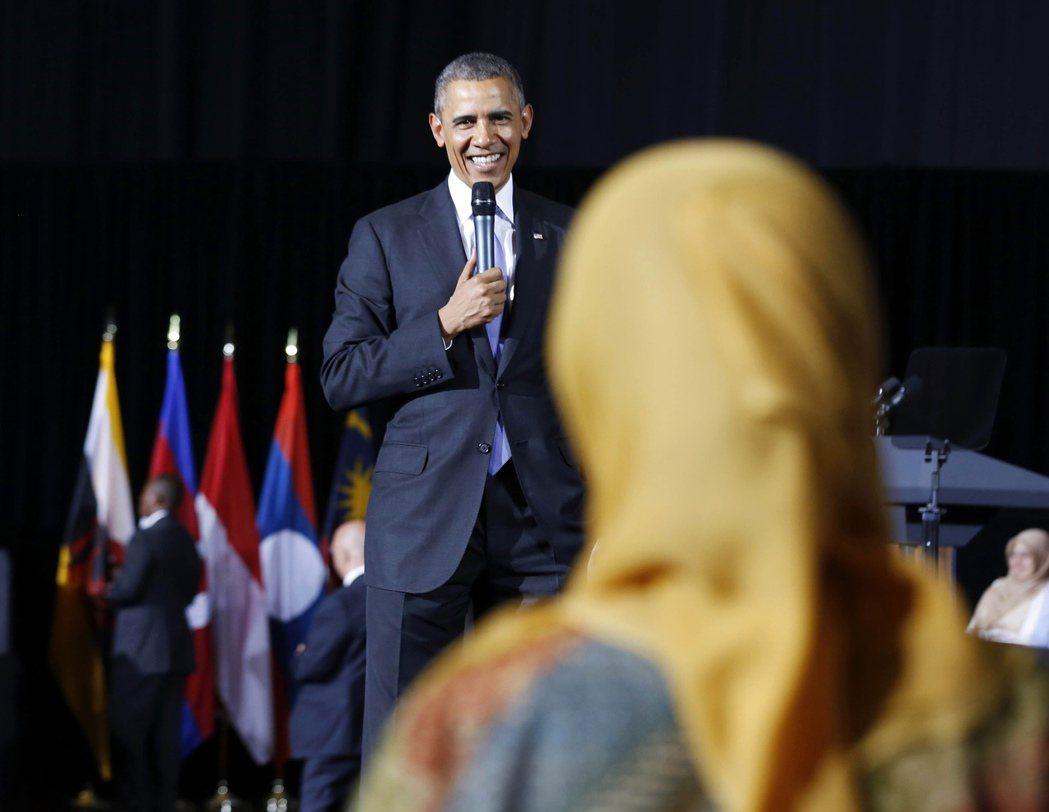 「唯有非穆斯林人口不受歧視,馬來西亞才能成功。」圖為2014年到訪馬來西亞的歐巴...