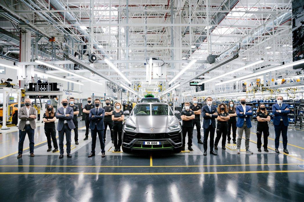 第15,000輛的Lamborghini Urus下線,成為品牌銷售最速車款。 ...