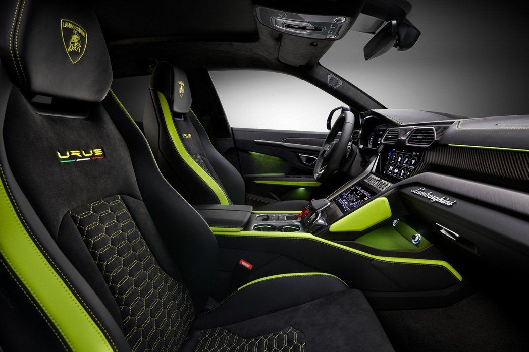第15,000輛的Lamborghini Urus內裝也和車身同樣採用萊姆綠作搭...