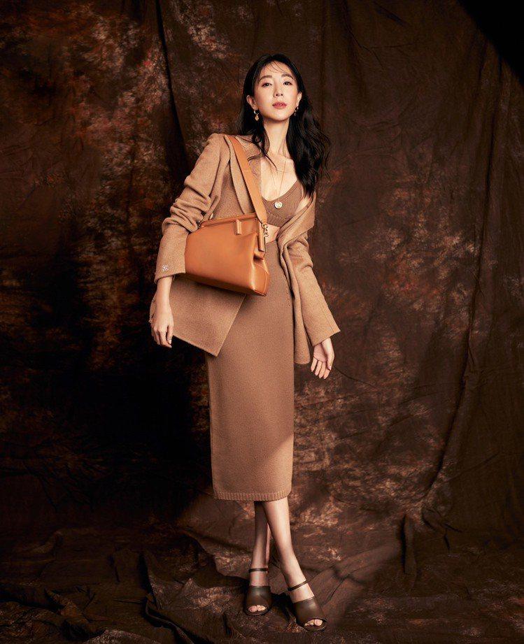 隋棠以性感內搭、溫暖外套,在優雅中呈現衝突對比。圖/FENDI提供