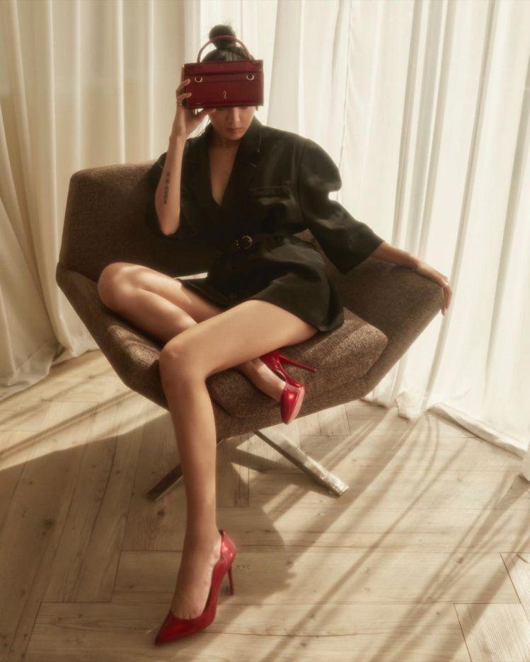 Kiwi拍攝Christian Louboutin高跟鞋及Paloma Bagu...