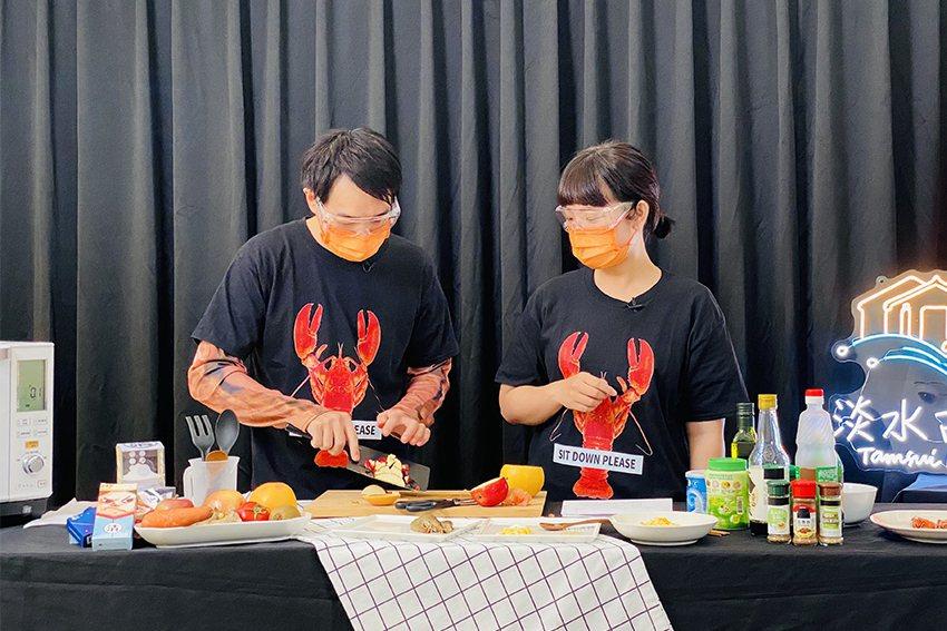 由淡古館員自導自演的創意料理影片,教大家用簡單的方式完成有微歷史的美食,寓「菜」...
