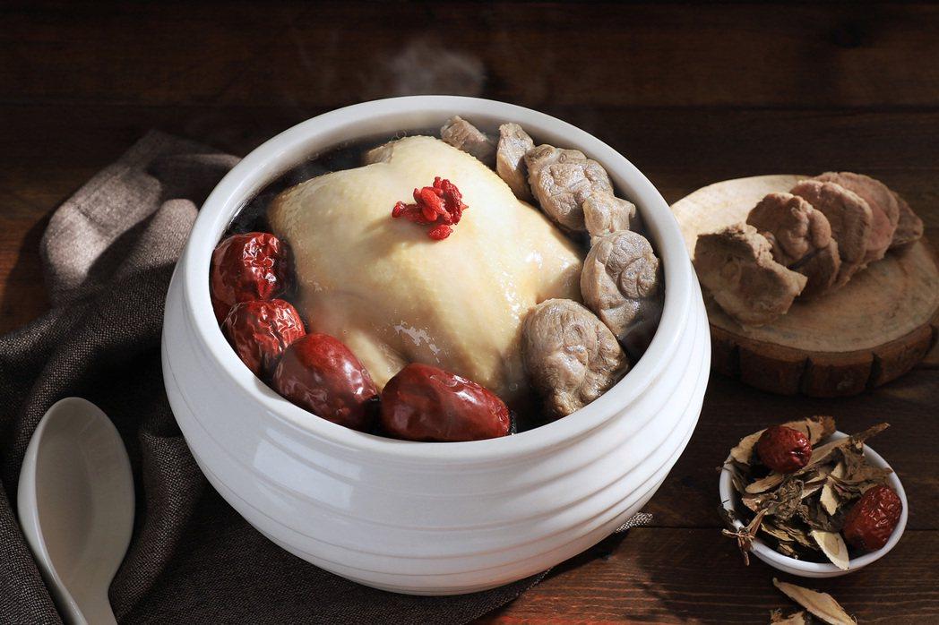 台南晶英推滋補「漢方養生雞煲湯」冷凍包,每份售價1,280元,適合6至8人享用。