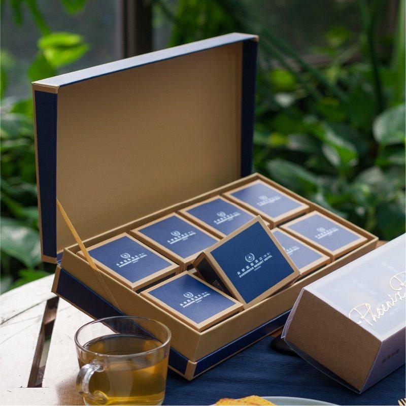 珍藏禮盒以優雅內斂的藏青色承載8入月餅,享用完後還能作為收納盒。 業者/提供