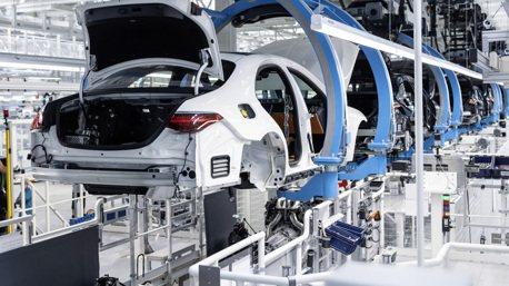 晶片缺貨影響生產 Daimler下修Mercedes-Benz的銷售前景