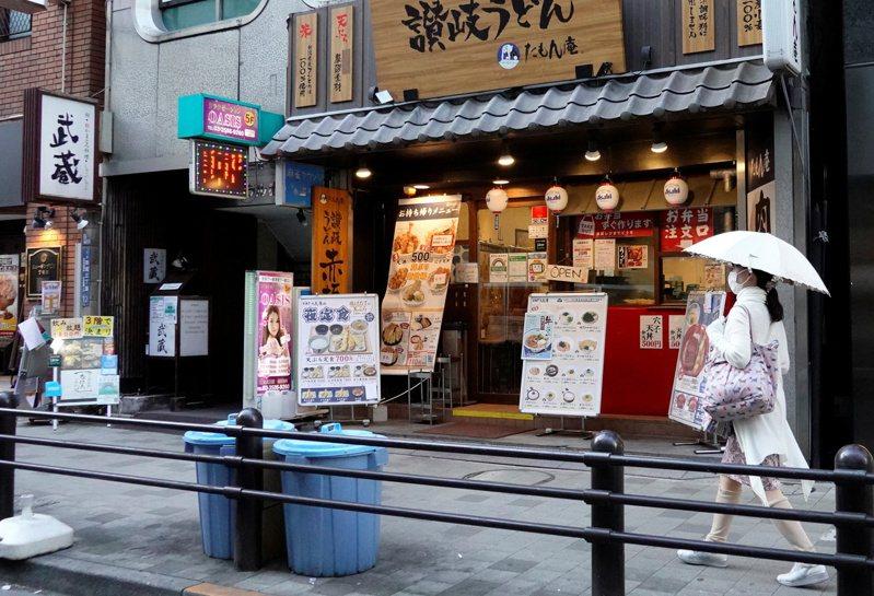 日本政府防疫對策分科委員會會長尾身茂昨天在電視節目上說,到8月第一週時,東京都單日新增確診病例數有可能達到每天約3000例的新高峰,也極有可能造成醫療資源緊繃。 路透社
