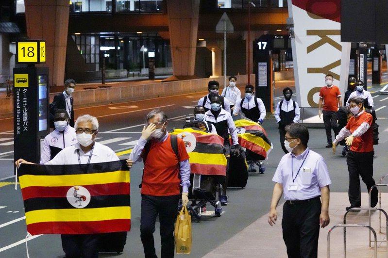 烏干達東奧代表團一名舉重選手從集訓地大阪的飯店失蹤4天後,今晚被送回國,從東京成田機場搭機離日。 美聯社