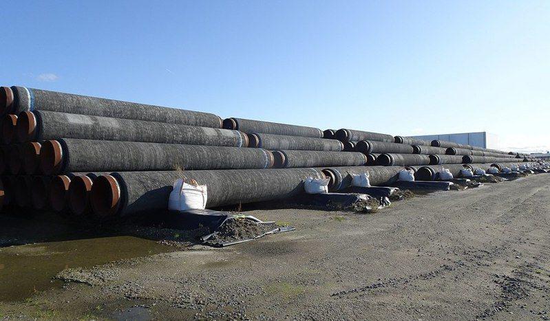 美國近日與德國達成協議,放行北溪2號油管(圖)完工,換取德國在關鍵時刻的制裁行動權。(Photo by Gerd Fahrenhorst on Wikimedia under CC 4.0)