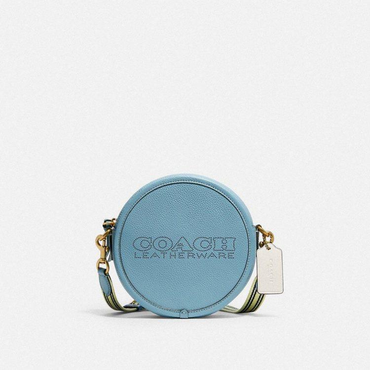 Kia撞色圓形手袋,7,500元。圖/Coach提供