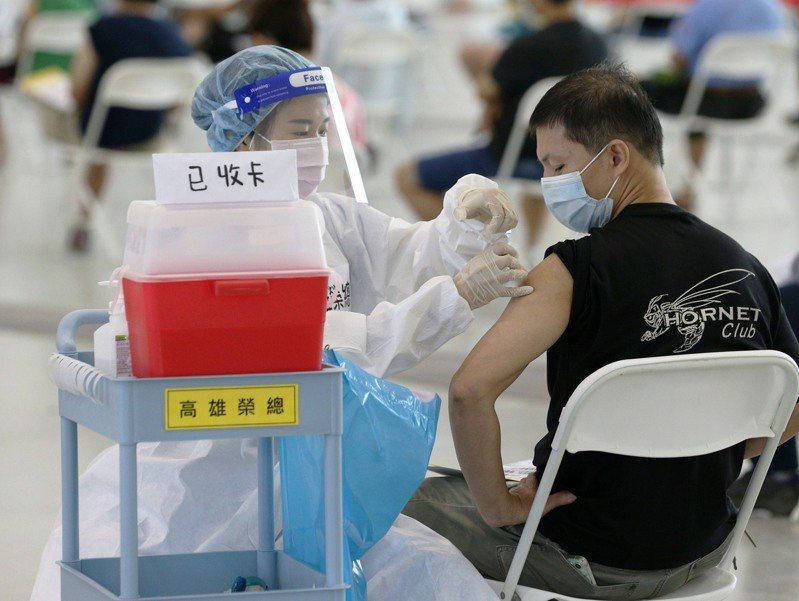 徐嘉賢醫師在臉書發文分享目前聽過最詭異的疫苗副作用,引起網友熱議。示意圖。報系資料照