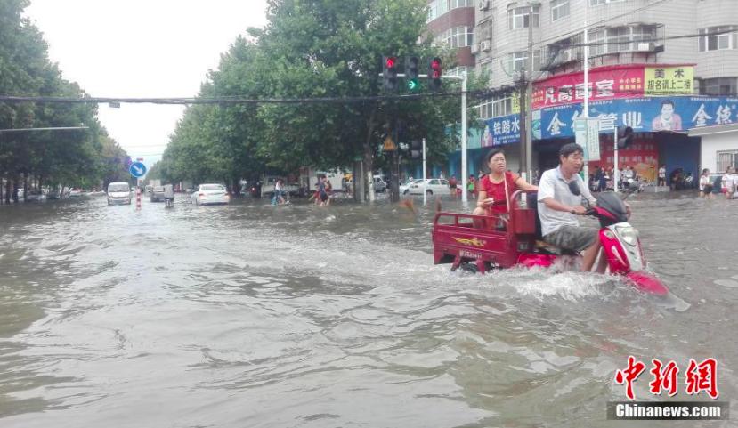 河南省鄭州近日暴雨成災。照片/中新網
