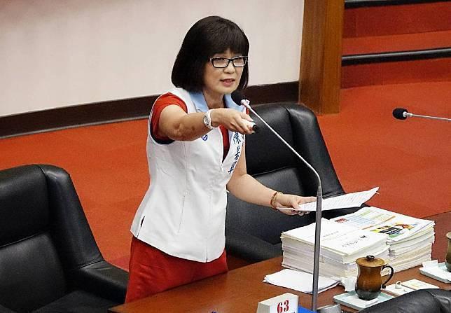 高雄市議員陳若翠指一名大型賣場主管離境返馬來西亞被驗出陽性,質疑高市府是否完整疫調?圖/陳若翠辦公室提供