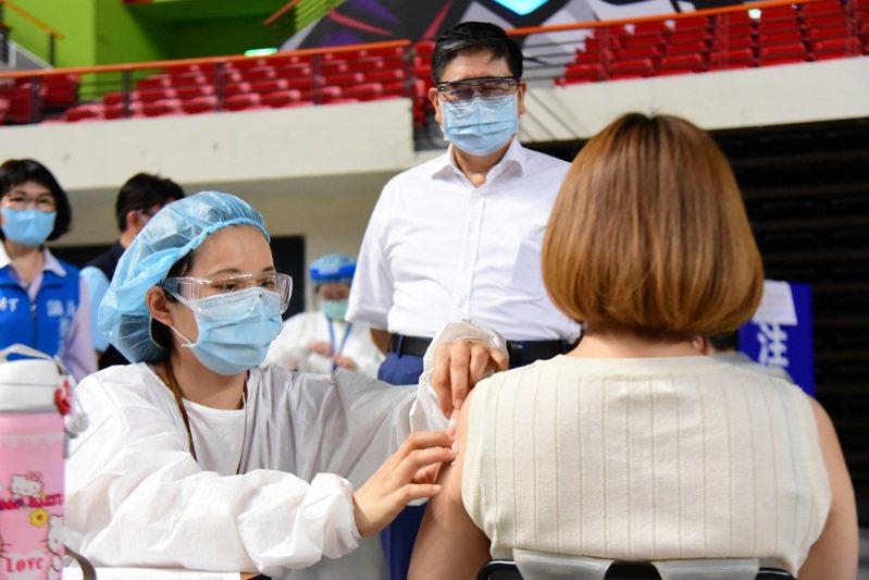 新竹縣長楊文科日前關心疫苗接種狀況。圖/新竹縣政府提供