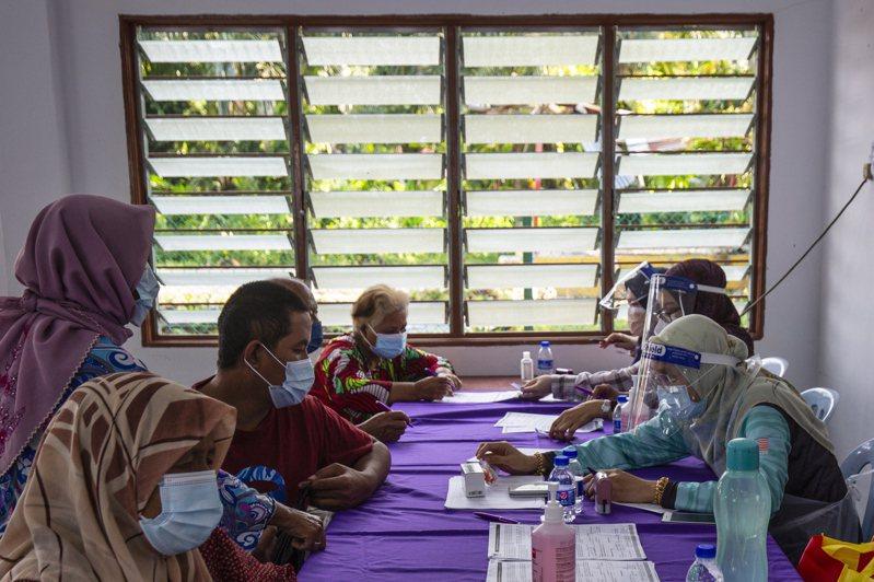 馬來西亞已連續多日確診數突破萬例,封鎖措施已影響科技供應鏈。(歐新社)