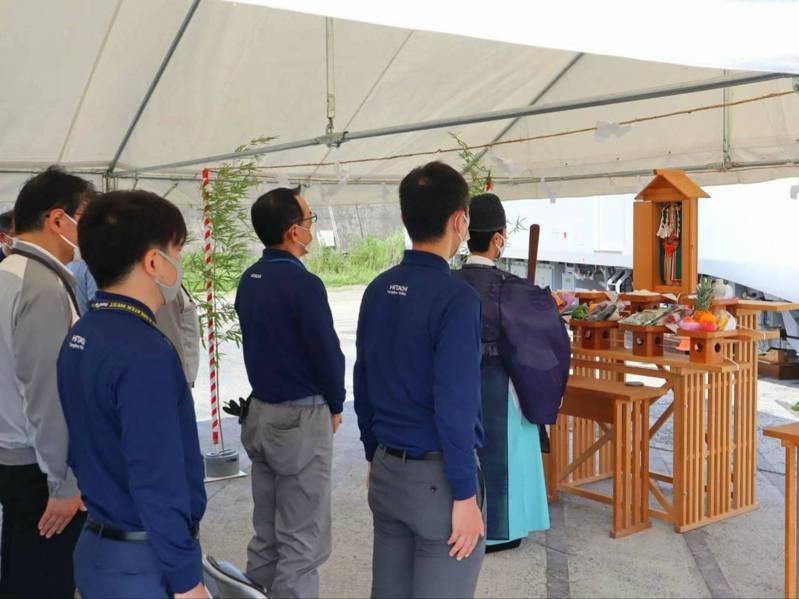 台鐵新購EMU3000型城際列車,今日舉行出廠啟運前「安全祈願」儀式。圖/台糖提供