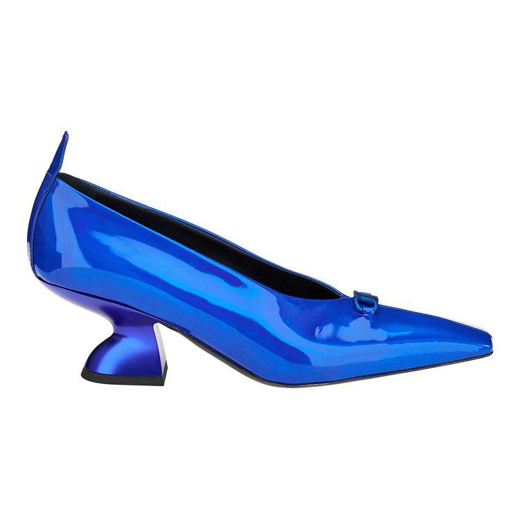 SADR寶藍色牛皮尖頭F型跟鞋,29,900元。圖/Salvatore Ferr...