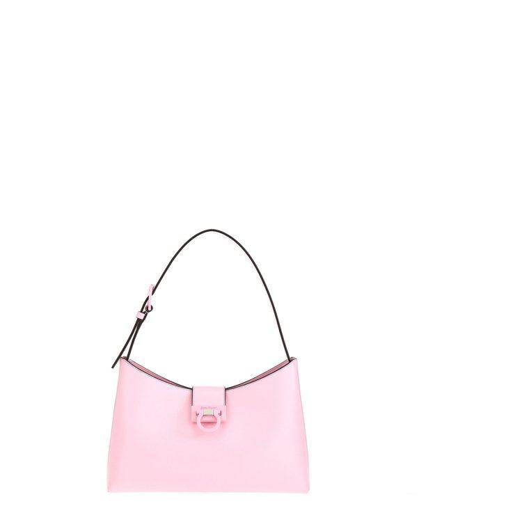 TRIFOLIO淺粉色牛皮肩背包,60,900元。圖/Salvatore Fer...