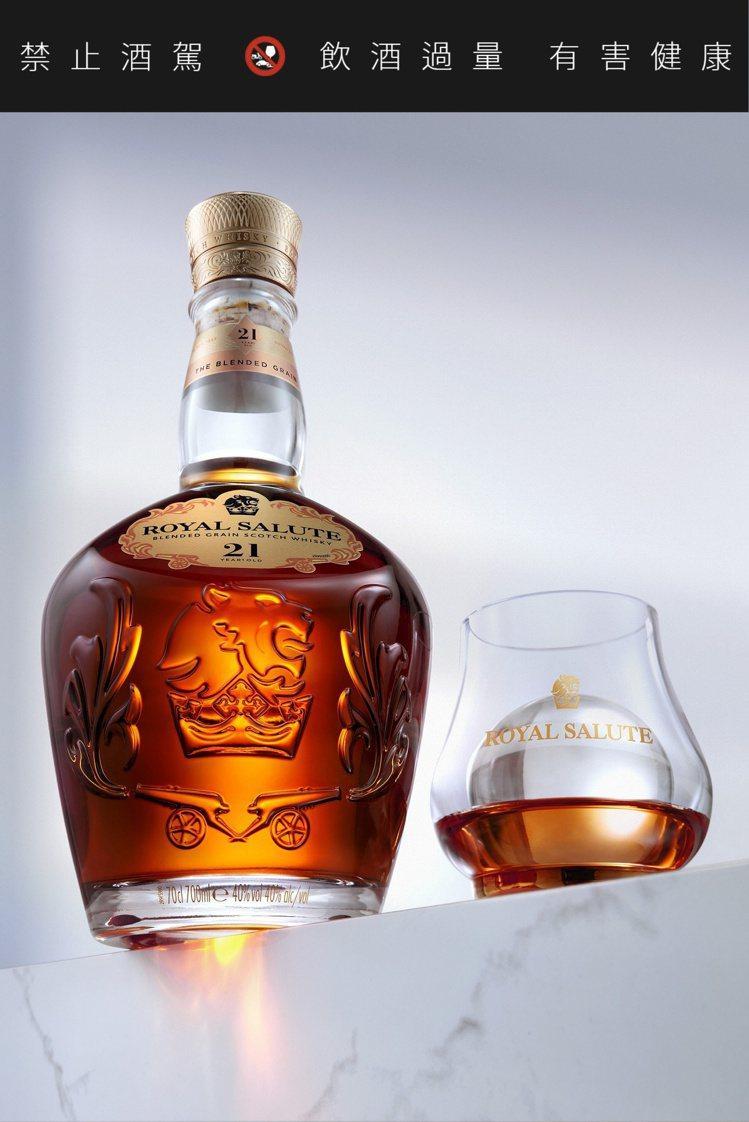 「皇家禮炮全新21年威士忌——王者之鑽」,建議售價2,700元。圖/保樂力加提供...