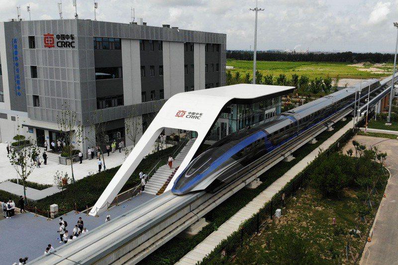 大陸高速磁浮交通系統正式亮相,為全球首套設計時速達600公里的高速磁浮交通系統。新華社