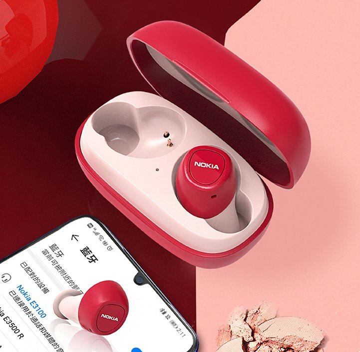 NOKIA真無線藍牙耳機E3100推出5款雙邊撞色設計。圖/雙全國際提供