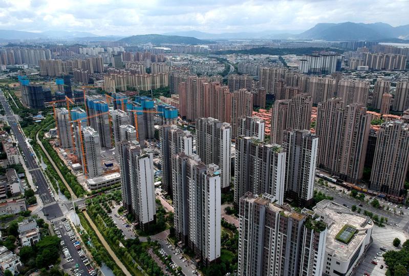 大陸多個城市陸續推出二手房參考價,將二手房納入監管。圖為福州一處新建住宅。(中新社)